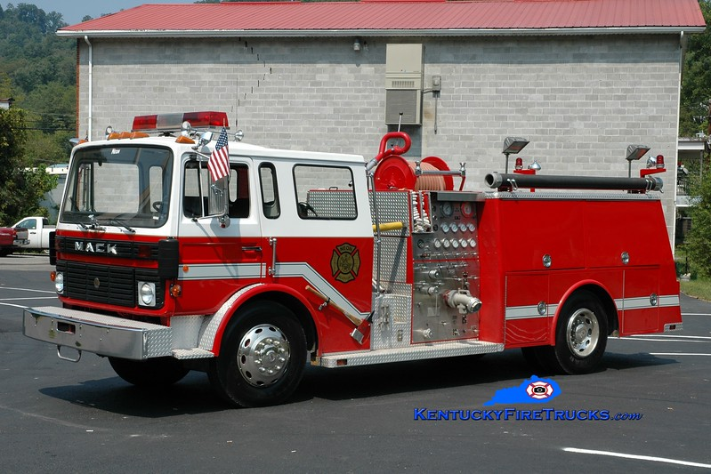 <center> Neon  Engine 6 <br> 1980 Mack Equalizer/Firepower 1000/500 <br> Greg Stapleton photo </center>