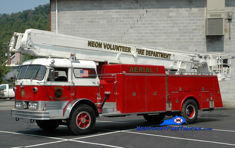 <center> Neon  Aerial 1 <br> x-Glen Ellyn, IL <br> 1964 Mack C/Pierce 65' Snorkel <br> Greg Stapleton photo </center>