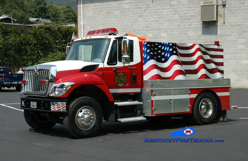 <center> Neon  Tanker 1 <br> 2007 International 7300/Wynn  250/2000 <br> Greg Stapleton photo </center>