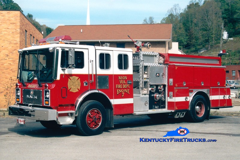 <center> Neon  Engine 7 <br> 1991 Mack MC/American Eagle 1500/1000 <br> Greg Stapleton photo </center>