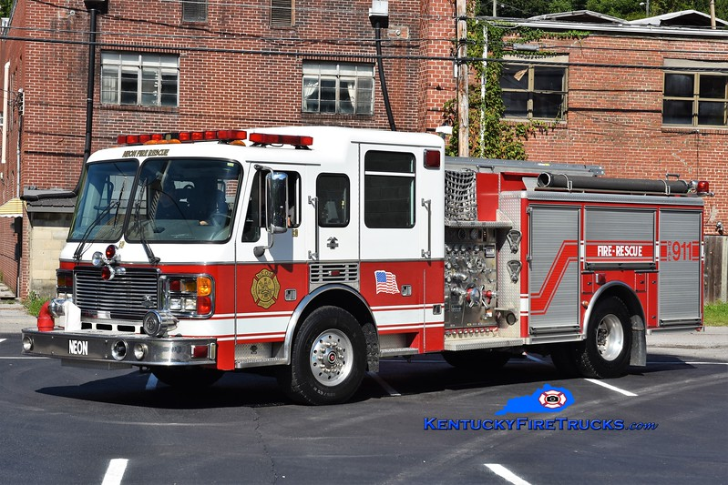 Neon  Engine 10<br /> x-Virginia Beach, VA <br /> 2002 American LaFrance Eagle 1500/750<br /> Greg Stapleton photo