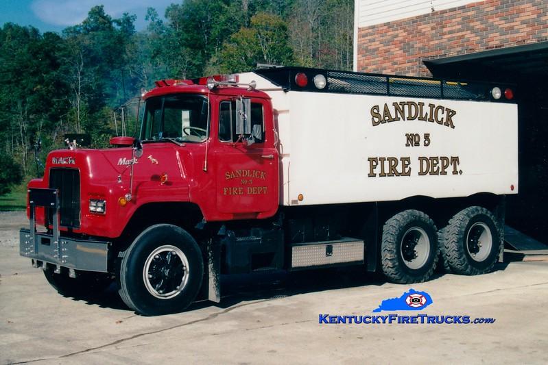 <center> RETIRED <br> Sandlick  Tanker 3 <br> 1969 Mack DM/R & S 0/4000 <br> Greg Stapleton photo <br> </center>