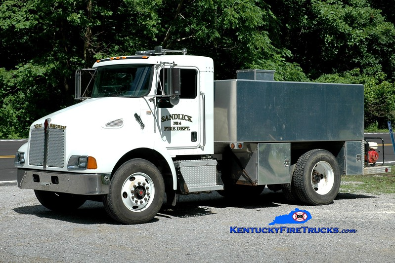 <center> Sandlick  Tanker 4 <br> 2005 Kenworth T-300/Reynolds 250/2100 <br> Greg Stapleton photo <br> </center>