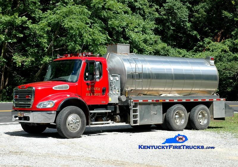 <center> Sandlick  Tanker 1 <br> 2004 Freightliner M2-112/Osco 1000/4500 <br> Greg Stapleton photo <br> </center>