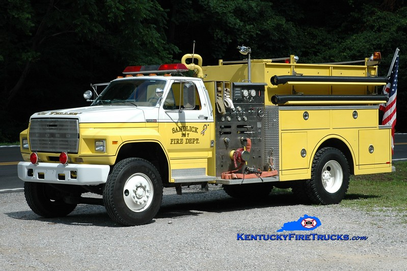 <center> Sandlick  Engine 7 <br> x-Windsor, NY <br> 1983 Ford F-800/Ward 79 1000/750 <br> Greg Stapleton photo <br> </center>