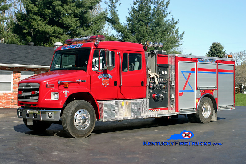 <center> Garrison  Engine 1 <br> 2000 Freightliner FL80/American LaFrance 1500/1000/20 <br> Kent Parrish photo </center>