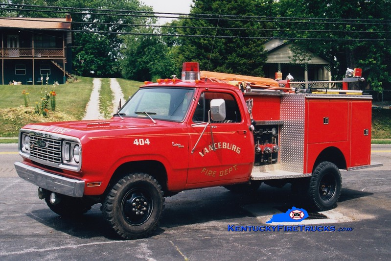 <center> RETIRED <br> Vanceburg  Engine 404 <br> 1977 Dodge 4x4/Pierce 300/300 <br> Greg Stapleton photo </center>