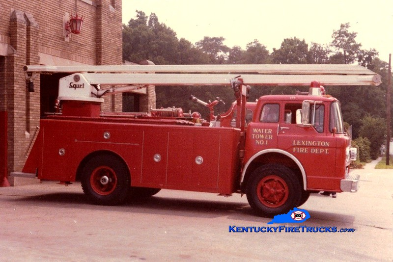 <center> RETIRED <br> Lexington  Water Tower 1 <br> 1970 Ford C-750/LFD 54' Squrt <br> Greg Stapleton collection </center>