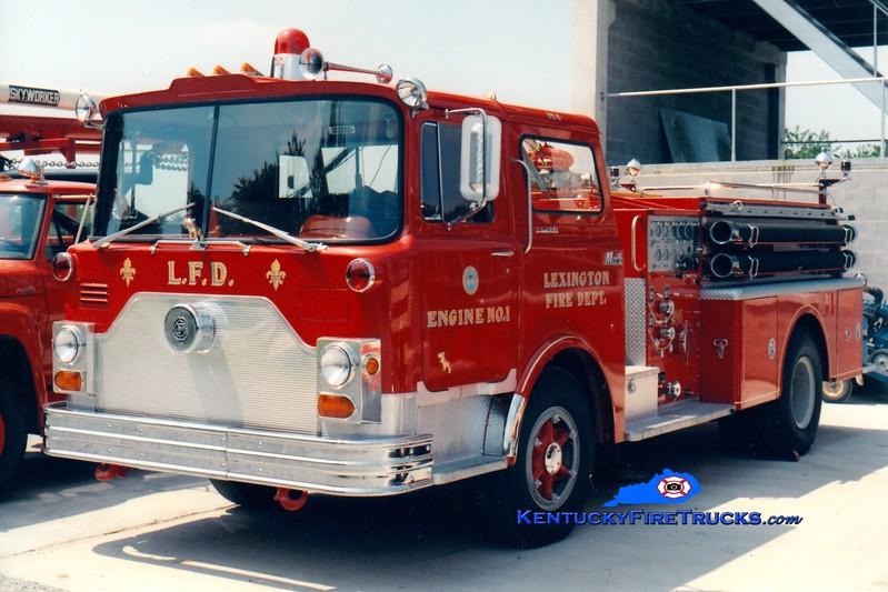 <center> RETIRED <br> Lexington  Engine 1 <br> 1970 Mack CF 1000/300 <br> Greg Stapleton collection </center>