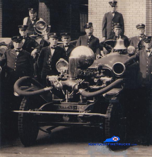 <center> RETIRED <br> Lexington  Engine 1 <br> 1917 Ahrens Fox <br> Greg Stapleton collection </center>