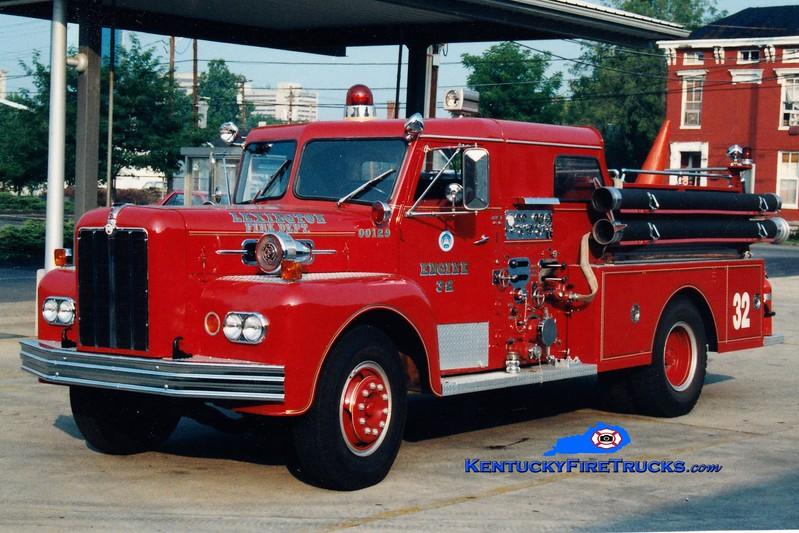 <center> RETIRED <br> Lexington, KY  Engine 10 <br> *As Reserve Engine 32 <br> 1965 Maxim 1000/200 <br> Greg Stapleton photo </center>