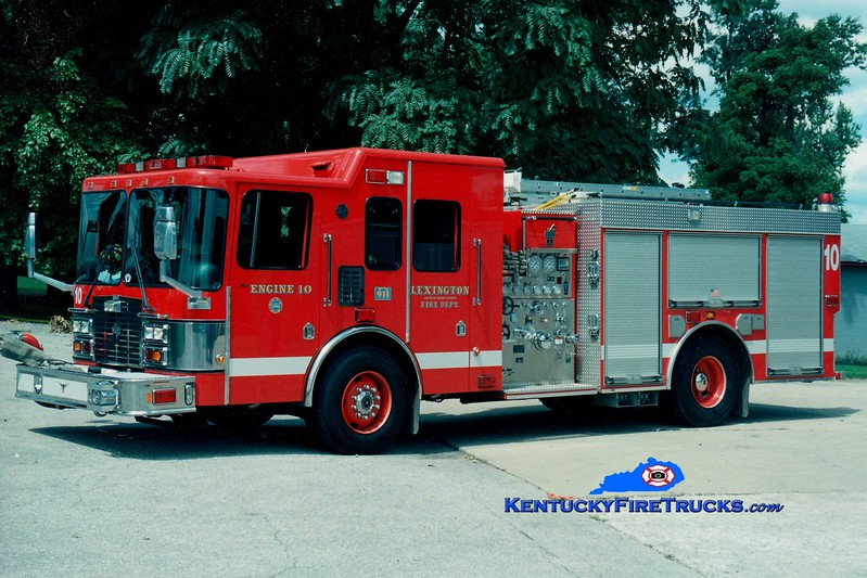 <center> Lexington, KY  Engine 10 <br> 2000 HME/Smeal 1250/1000 <br> Greg Stapleton photo </center>