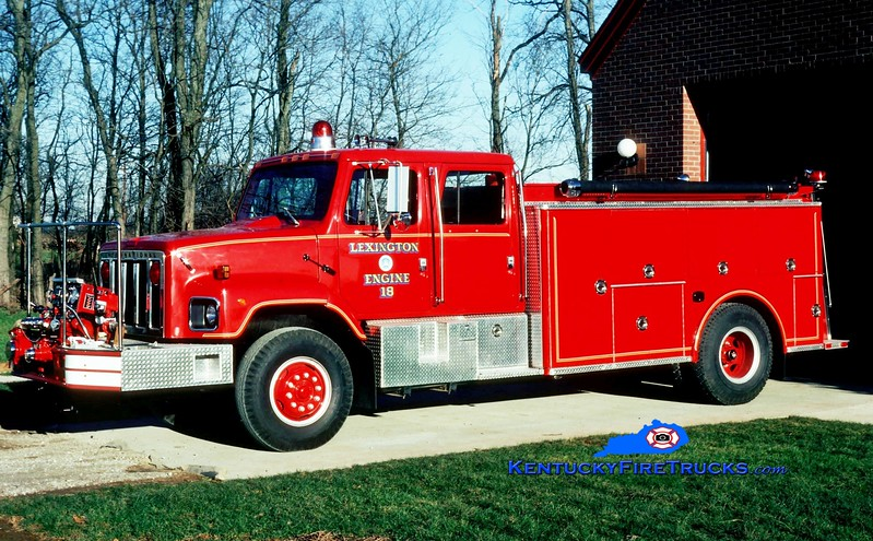 <center> RETIRED <br> Lexington  Engine 18 <br> 1986 International/Steeldraulics 1000/1000 <br> Greg Stapleton photo </center>