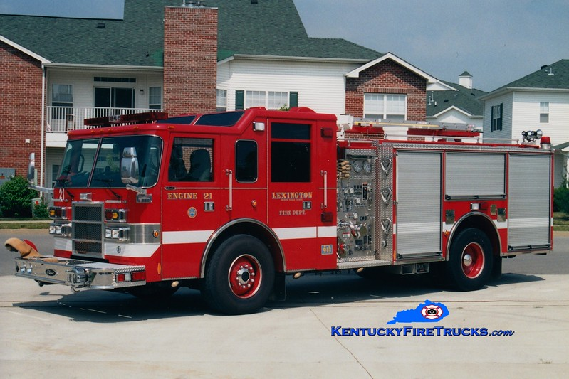 <center> Lexington  Engine 21 <br> 2000 Pierce Dash 1250/1000 <br> Greg Stapleton photo </center>