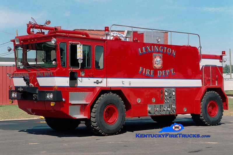<center> RETIRED <br> Lexington  Engine 50 <br> x-Bluegrass Airport, KY <br> 1986 Oshkosh 1000/1500/195 <br> Greg Stapleton photo </center>
