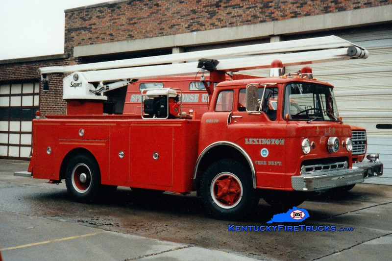 <center> RETIRED <br> Lexington  Water Tower 2 <br> *At Engine 6  (Also served as Water Tower 1) <br> 1970 Ford C-750/LFD 54' Squrt  <br> Greg Stapleton photo </center>