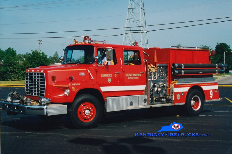 <center> RETIRED <br> Lexington  Engine 9 <br> 1983 Ford LS/American LaFrance 1250/1000 <br> Greg Stapleton photo </center>