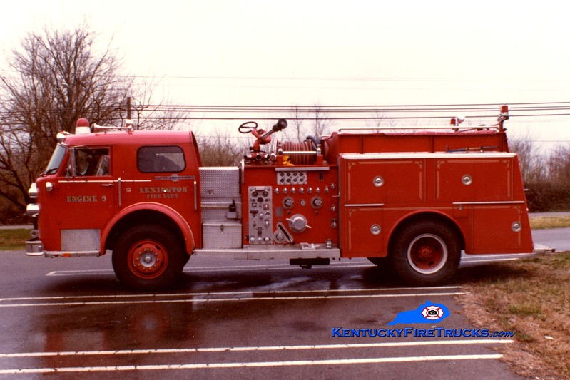 <center> RETIRED <br> Lexington  Engine 9 <br> x-Engine 1 <br> 1974 American LaFrance 1000 1500/500<br> Greg Stapleton photo </center>