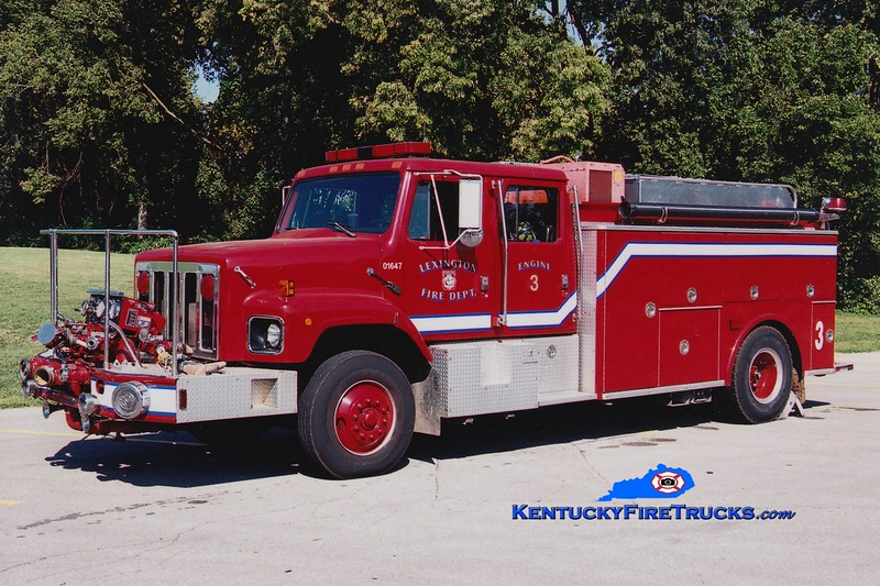 <center> RETIRED <br> Lexington  Engine 3 <br> 1986 International 2674/Steeldraulics/2007 LFD 1000/1000 <br> Greg Stapleton photo </center>