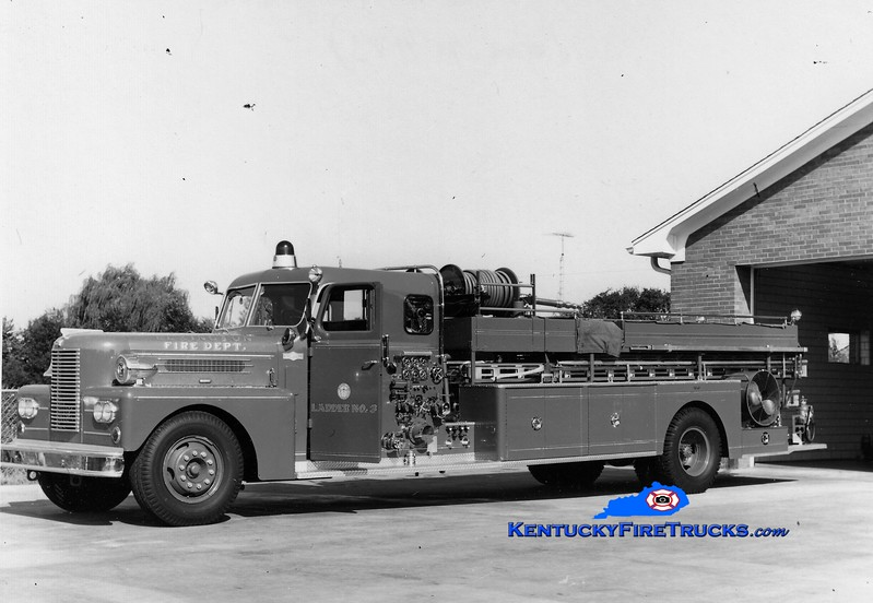 <center> RETIRED <br> Lexington  Hook & Ladder 3 <br> 1961 Pirsch 750/200 <br> Greg Stapleton collection </center>