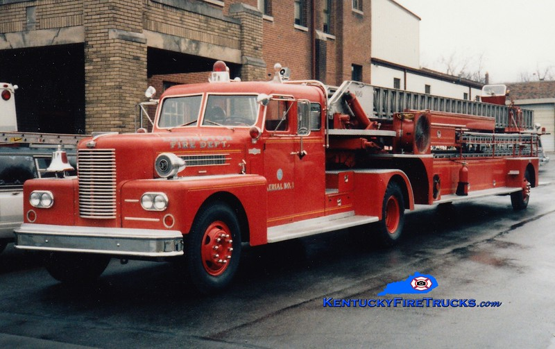 <center> RETIRED <br> Lexington  Aerial 1 <br> 1966 Pirsch 100' <br> Greg Stapleton photo </center>