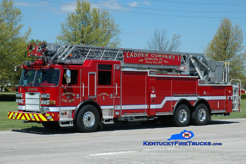 <center> Lexington  Ladder 1 <br> 2015 Pierce Arrow XT 105' <br> Greg Stapleton photo </center>