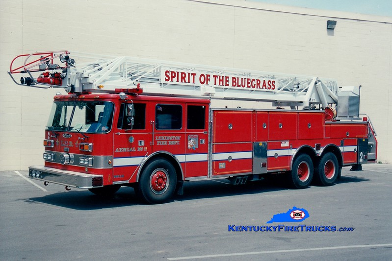 <center> *Reserve Ladder 18 <br> Lexington  Aerial 2 <br> x-Aerial 1 <br>  1987 Pierce Arrow 105'   <br> Greg Stapleton photo </center>