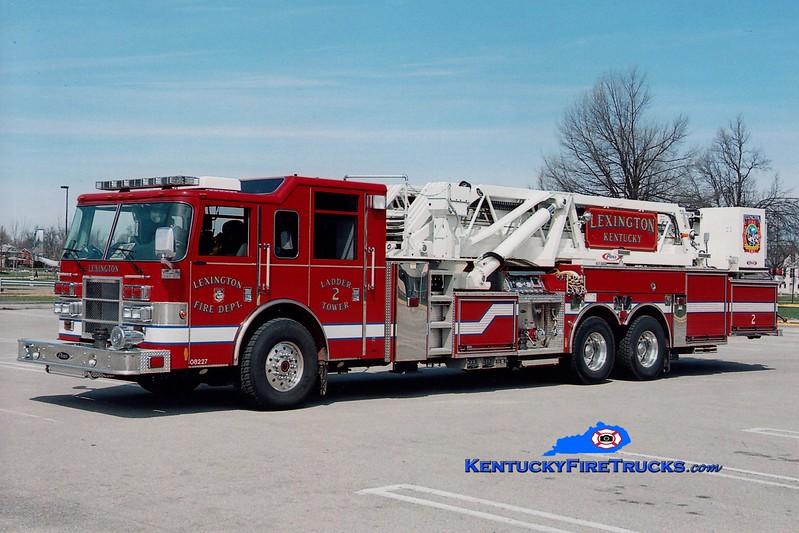 <center> Lexington  Ladder 2 <br> 2005 Pierce Dash 2000/200/95'   <br> Greg Stapleton photo </center>
