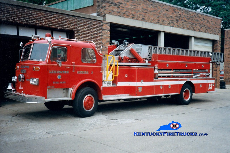 <center> RETIRED <br> Lexington  Ladder 3 <br> 1974 Pirsch/LFD 85'  <br> Greg Stapleton photo </center>