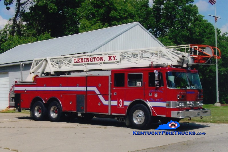 <center> *Reserve Ladder 17 <br> Lexington  Ladder 3 <br> x-Aerial 2 <br> 1990 Pierce Arrow 105' <br> Greg Stapleton photo </center>