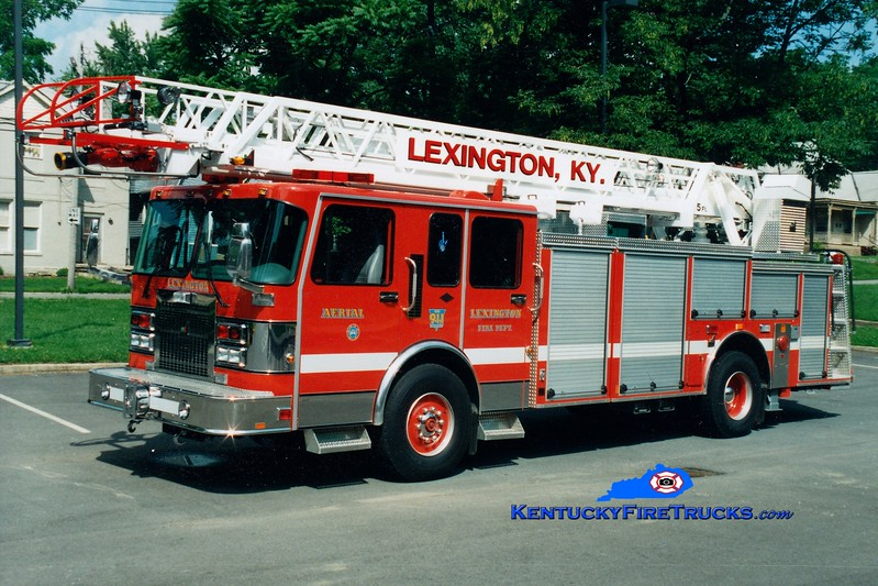 <center> RETIRED <br> Lexington  Aerial 4 <br> 1996 Spartan Gladiator/Smeal 75' <br> Greg Stapleton photo </center>