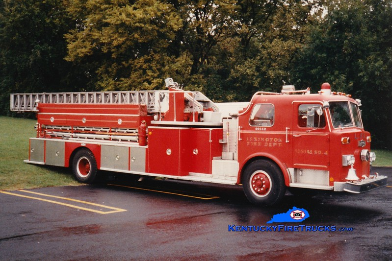<center> RETIRED <br> Lexington  Ladder 3 <br> 1974 Pirsch 85'  <br> Greg Stapleton photo </center>