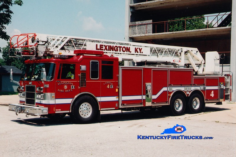 <center> Lexington  Ladder 4 <br> 1997 Pierce Dash/2009 LFD 105'  <br> Greg Stapleton photo </center>