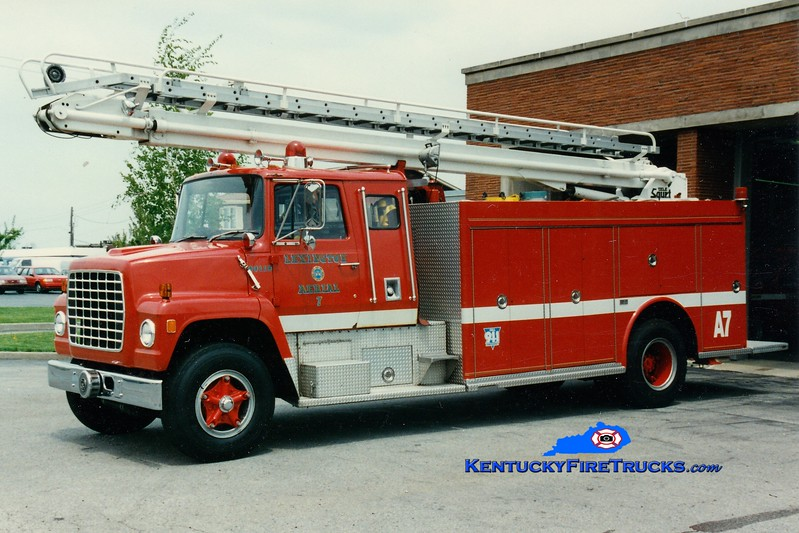 <center> RETIRED <br> Lexington  Aerial 7 <br> 1973 Ford L/1983 Marion 50' TeleSqurt  <br> Greg Stapleton photo </center>