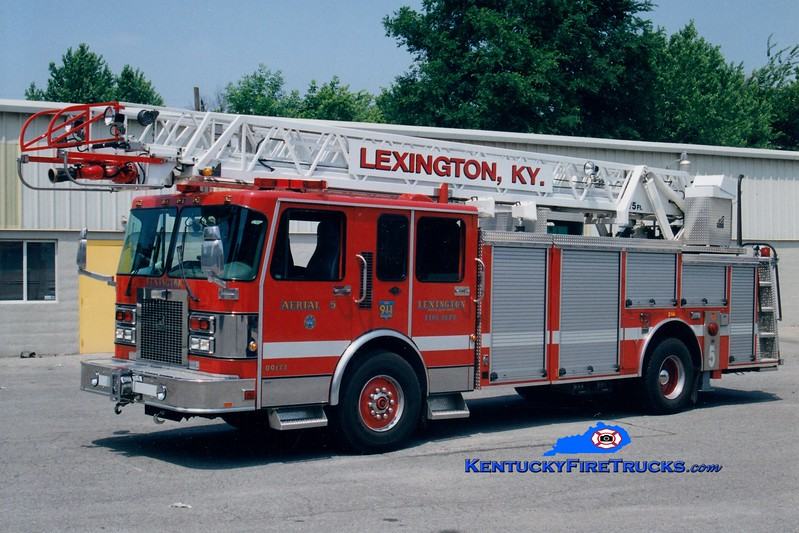 <center> RETIRED <br> Lexington  Aerial 5 <br> 1996 Spartan Gladiator/Smeal 75'  <br> Greg Stapleton photo </center>