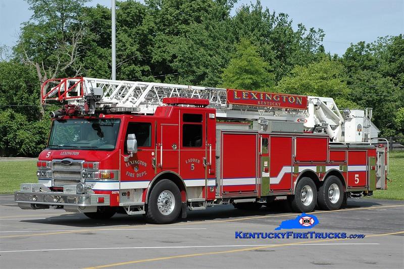 Lexington Ladder 5<br /> 2008 Pierce Velocity 105' <br /> Greg Stapleton photo