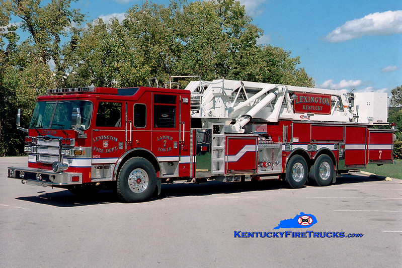 <center> Lexington  Ladder 7 <br> 2006 Pierce Dash 2000/200/95' <br> Greg Stapleton photo </center>