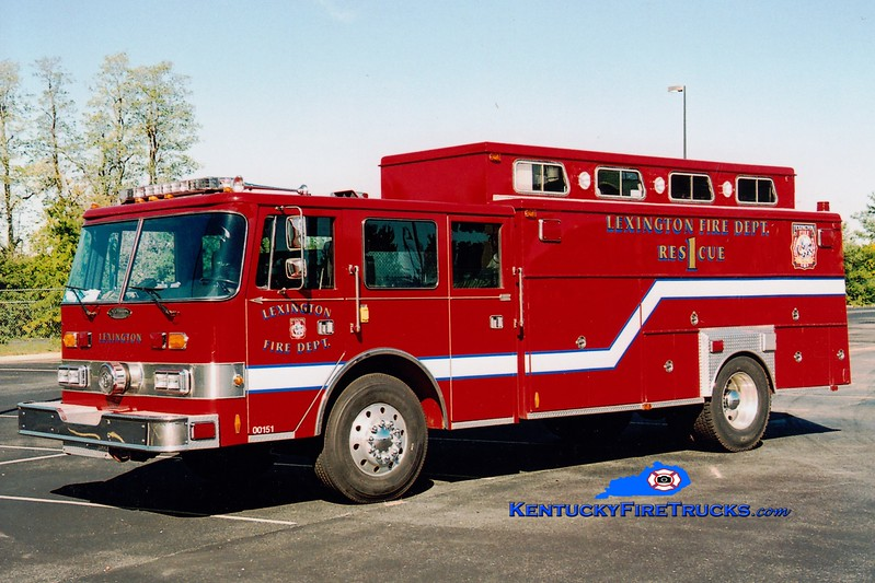 <center> RETIRED <br> Lexington  Rescue 1 <br> 1989 Pierce Arrow/1977 American LaFrance/1964 Swab/2007 LFD <br> Greg Stapleton photo </center>