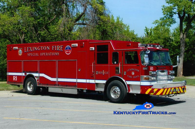 <center> Lexington  Rescue 1 <br> 2009 Pierce Arrow XT <br> Greg Stapleton photo </center>