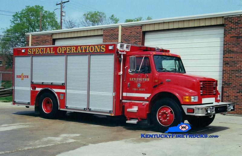<center> *Reassigned as Mobile Air 1 <br> Lexington  Rescue 1 <br> 2000 International 4900/Pierce <br> Greg Stapleton photo </center>