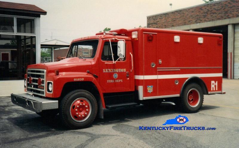 <center> RETIRED <br> Lexington  Rescue 1 <br> 1986 International S/Horton/1994 LFD  <br> Greg Stapleton photo </center>