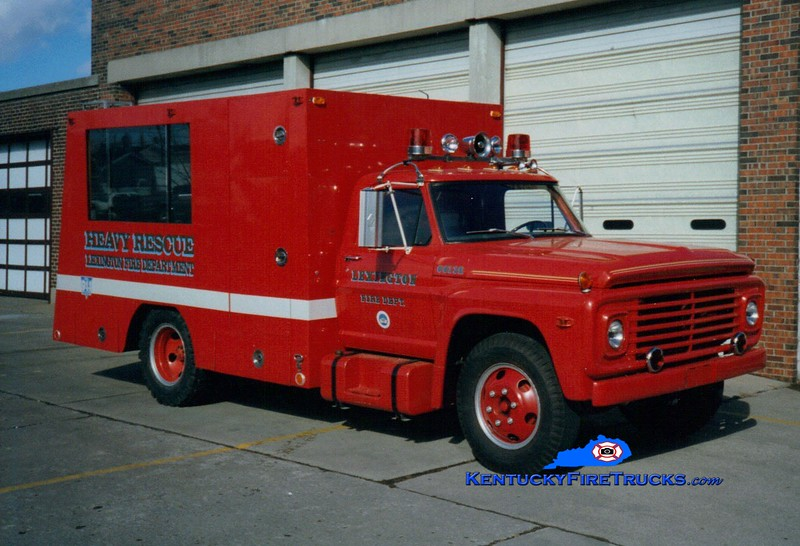 <center> RETIRED <br> Lexington  Rescue 2 <br> 1968 Ford/1995 LFD  <br> Greg Stapleton photo </center>
