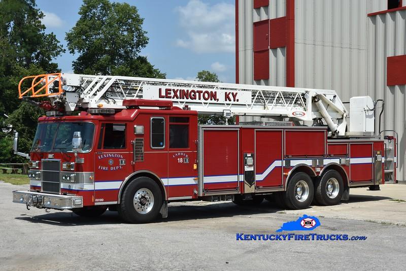 Lexington Reserve Ladder 18<br /> x-Ladder 4<br /> 1997/2009 Pierce Dash 105'<br /> Greg Stapleton photo