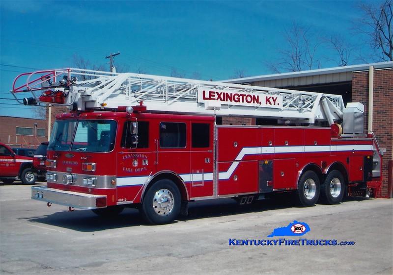 RETIRED <br /> Lexington Reserve Ladder 18<br /> x-Ladder 1 <br /> 1987 Pierce Arrow 105'<br /> Greg Stapleton photo