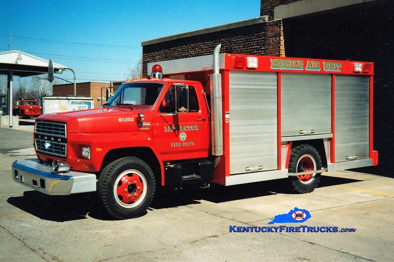 RETIRED<br /> Lexington Mobile Air 1<br /> 1983 Ford F-700/1990 Summit<br /> Greg Stapleton photo