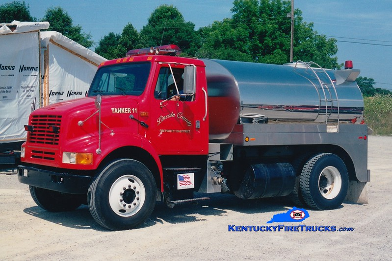 <center> RETIRED <br> Lincoln County Tanker 11  <br> 1989 International/Bluegrass 0/2000 <br> Greg Stapleton photo <br> </center>
