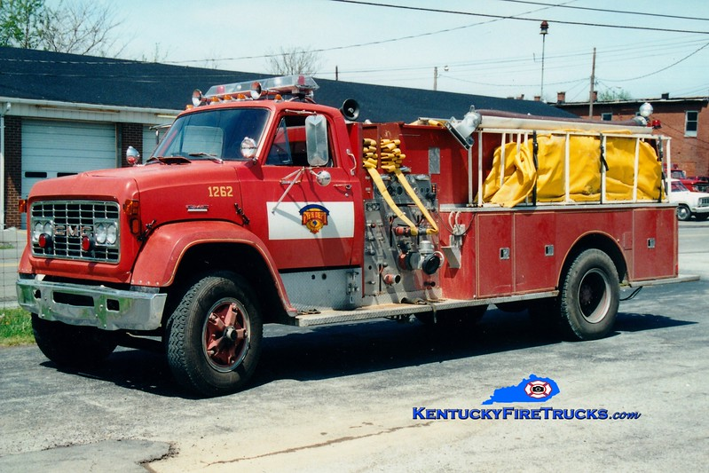<center> Lincoln County Tanker 2  <br> x-Glen Gardner, NJ <br> 1972 GMC/Darley 750/1000 <br> Greg Stapleton photo <br> </center>