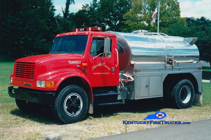 <center> Lincoln County Tanker 2  <br> 1994 International 4700/Bluegrass 0/1500 <br> Greg Stapleton photo <br> </center>