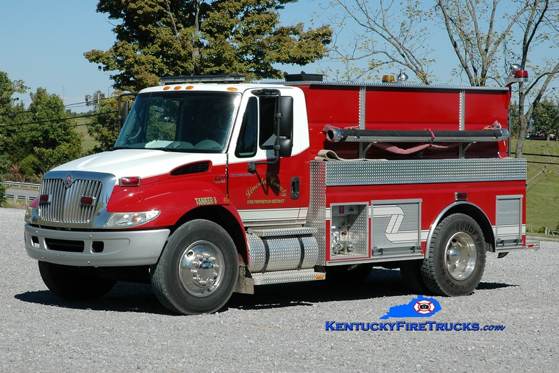 <center> Lincoln County Tanker 8  <br> 2002 International 4400/2011 Wynn 250/1850 <br> Greg Stapleton photo </center>