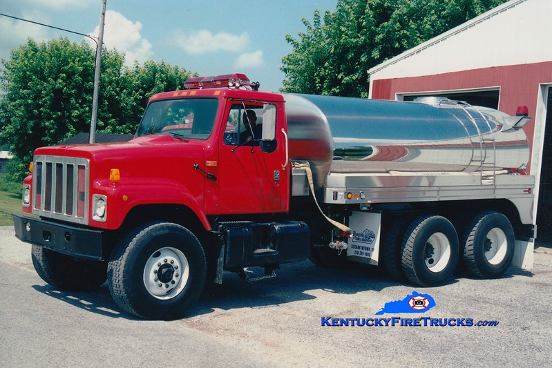 <center> RETIRED <br> Lincoln County Tanker 8  <br> 1991 International S/Bluegrass 0/3000 <br> Greg Stapleton photo </center>